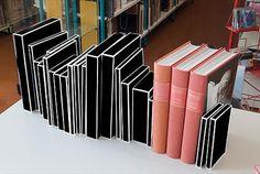 book12.jpg图像JPEG(770x517像素) #pages #blackwhite #book #box #boxes #library