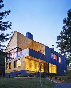 Reinterpretation of a Traditional Barn: Malbaie VIII Residence in Canada