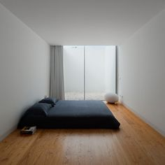 tumblr_lj8r4lGMCf1qg8ng8o1_500.jpg (500×500) #minimal #bed #interior #home