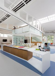 Tarkett Academy by Modelart Arhitekti - www.homeworlddesign.com (13) #office #serbia