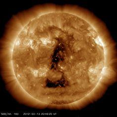 latest_1024_0193.jpg 1.024×1.024 pixel #sun #flare #solar #corona #triangle