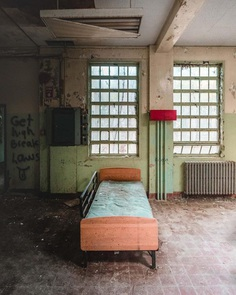 #urbexworld: Stunning Abandoned Photography by Bartlett Lentini