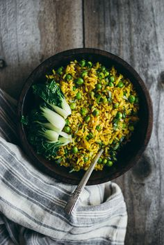 Burmese Fried Rice - a quick and healthy vegan fried rice with shallots, peas, and turmeric!