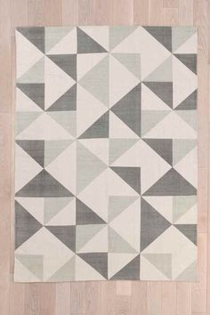Rotating Triangle 5x7 Rug in Grey - Urban Outfitters