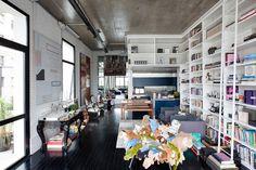 Loft in Itaim by FGMF Arquitetos | Miss Design #interior #urban #loft #bookshelves #modern #design #retro #missdesign #contemporary #industrial