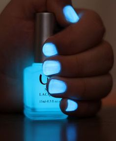 Play along with this neon and icy blue glow nail polish in the dark and paint your nails with the color of absolute icy.