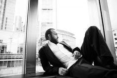 Bühne und Leinwand by Waldemar Salesski #actor #waldemar #white #suite #black #photography #portrait #window #salesski