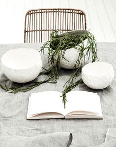 Växter i bag (3 av 1).jpg #white #composition #desk #linen #bowls #marche #paper