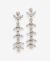 A PAIR OF STUD PIN HANGER DECORATED WITH VARIOUS DIAMOND SHAPES