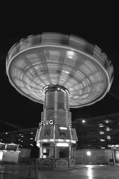 Jan Kloke - Black and White #funfair #white #carnival #lights #black #night #speed #and #dark