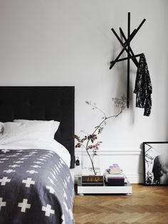 Room #interior #in #midle #design #of #home #the #bed #street #room