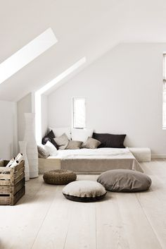 Emmas DesignBlogg : http://emmas.blogg.se/ #interior #sofa #design #decor #pillows #bed #deco #decoration