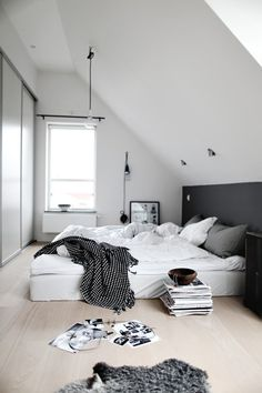 simple in #interior #design #bedroom #morning #light