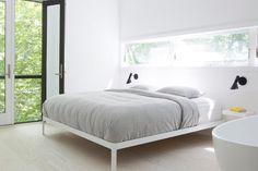 Contemporary bedroom. Red Dirt Rd House by Amee Allsop. © Glen Allsop. #contemporary #bedroom #woodenfloor