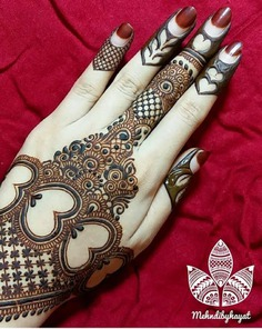 betal leaf shaped mehndi motifs