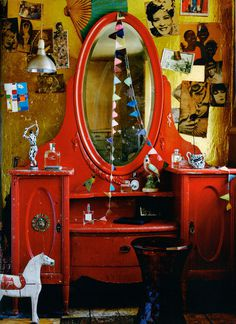 Edge Reps | Ditte Isager | Interiors #interior #horse #red #wooden #mirror