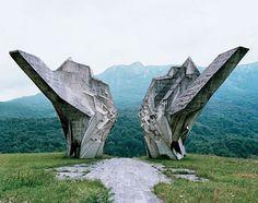 1339bd347ae91200c9de805bb0d3e843.jpg 578×456 pixels #soviet #architecture #monument