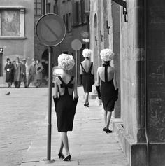 Norman Parkinson - The Italian Collections: Three little black dresses - Photos - Photohab - Photographer's Portfolios