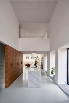 Gym House: A Former Gymnastics Building Converted into a Family Home