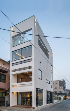 Roffi, a Small Cafe / ADF Architects