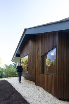 Shadow Cottage Daylesford is a Wood Story in Contrast to a Discrete Industrial Aesthetic 2