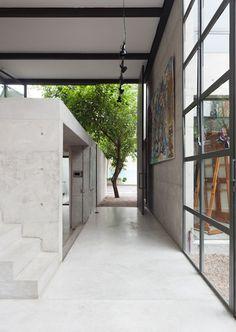 Atelier Aberto by AR Arquitetos is a São Paulo studio with a light-filled atrium #concrete #architecture #brazil
