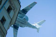 3515991193_6aa9a07a1d_z.jpg (640×426) #building #airplane
