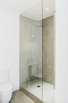 Concrete corner shower. Turó Parc by Conti, Cert. © Salva López. #shower