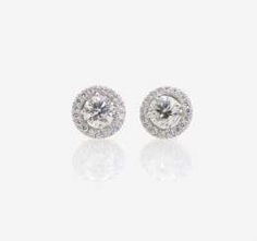 A PAIR OF STUD PIN PLUG DECORATED WITH BRILLIANT-CUT DIAMONDS