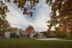 Imposing Contemporary House in Ohio Exhibiting Surprising Design Ideas Read more: http://freshome.com/2013/07/02/imposing-contemporary-hous #ohio #architecture #contemporary