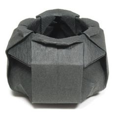 How to make an origami cauldron for Halloween (http://www.origami-make.org/howto-origami-halloween.php)
