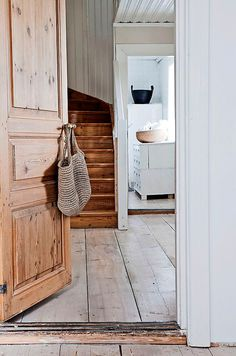 scandinavian white home stairwell #interior #design #decor #deco #decoration