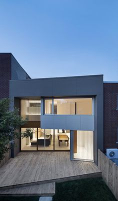 Montreal Duplex House Gets Contemporary Upgrade 13