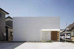 mA style architects: Light Walls House