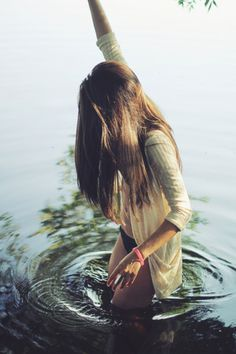 http://reform.lt/data/images/2011/07/tumblr lo1l9ni7hk1qzwakjo1 r1 400.jpg #photography #water #girl #nature