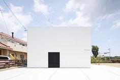 Fleuve by APOLLO Architects and Associates #modern #design #minimalism #minimal #leibal #minimalist