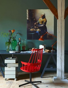 Love this work space with pops of red, contemporary design, and classic art. vtwonen.nl