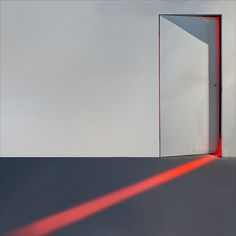 tumblr_lzcpwa5V6A1qgsxiyo1_1280.jpg 640×640 pixels #door #light #red #minimalism