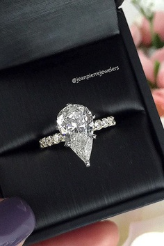 It is a favorite style of famous jewelers for engagement rings with a pear-shaped center stone.