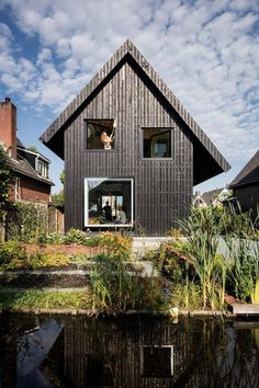 Old Brick House Replaced by a New Sustainable Timber House in Amsterdam 18