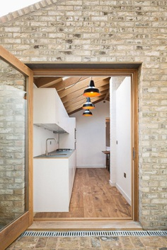 Extension of a Garden Flat Defined by a Dramatic Vaulted Oak Roof 2