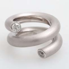 Spiral-shaped ladies ring with occupied