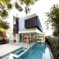 Showcasing a Dramatic Architecture Composition: Wentworth Rd house