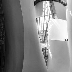 ¡Hola schöne Formen! #frankogehry #guggenheim #guggenheimbilbao #bilbao #museum #architecture #modern #art #ohyes