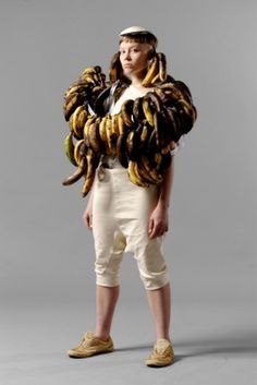 ELIAS HOGBERG #old #girl #photo #yellow #fruit #bananas #fashion #garbage
