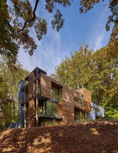 Mohican Hills House by Robert M. Gurney / Maryland 1