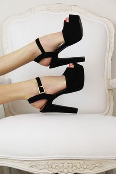 Sara Lindholm #shoes #white #black #and #fashion