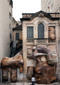 Área Visual: Las instalaciones de Henrique Oliveira #sculpture #art #instalation