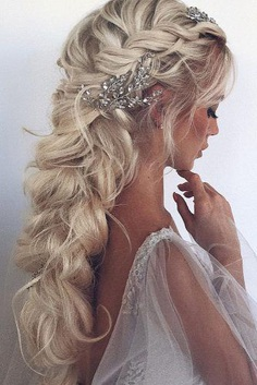 Are you looking for gorgeous wedding hairstyle? Get inspired with wedding hairstyles for long hair from Ulyana Aster.