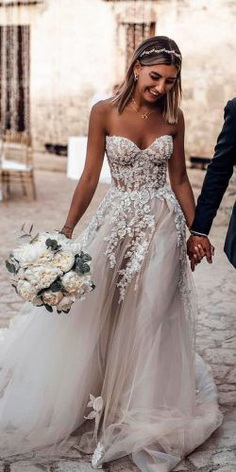Boho style is so successful trend and boho wedding dresses vary their gentle designs in thousands of available models.